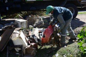 Los operativos de descacharrado llegan a los barrios Juan de Vera, San Gerónimo y Popular