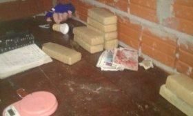 Tras una persecuci�n, detienen un remis con 16 kilos de droga