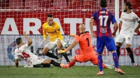 Lucas Ocampos hizo un gol, reemplazó al arquero y salvó el triunfo en el final