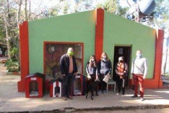 La Comuna de Caá Catí instaló casillas para perros callejeros en el balneario