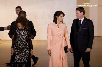 Brasil: esposa e hijas de Bolsonaro dieron negativo por COVID-19