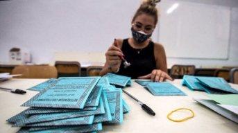 Con barbijo obligatorio y distanciamiento, Italia ya vota para reducir la cantidad de legisladores