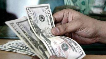 El BCRA informará sobre los titulares de planes sociales a los bancos, que volverán a vender dólares