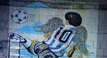El primer mural en homenaje a Maradona después de su muerte está en Corrientes