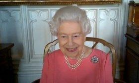 La reina Isabel inst� a los brit�nicos a vacunarse contra el coronavirus