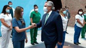 Fernández anunció un bono por 6.500 pesos para personal de salud durante tres meses