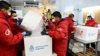 Comenzó la distribución en todo el país de casi 800 mil vacunas de Astrazeneca