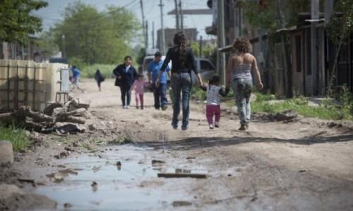 Una familia necesitó casi 61 mil pesos en marzo para no caer en la pobreza