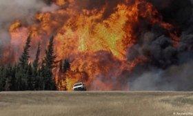 Miles de personas escapan de incendios forestales en Canad� y el oeste de Estados Unidos