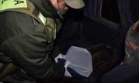 Hallaron 15 paquetes de marihuana en dos mochilas dentro de un colectivo