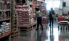 Las ventas en supermercados bajaron 2,6% y en autoservicios mayoristas subieron 7,6%