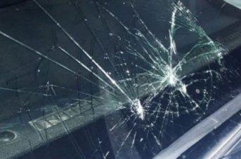Dos policías hospitalizados tras ser atacados por vecinos que intentaban liberar a un detenido