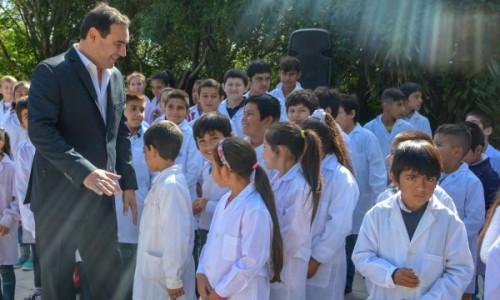 Valdés inauguró las ampliaciones y refacciones de la Escuela primaria N° 520 y la creación de la Terminal de ómnibus de la localidad