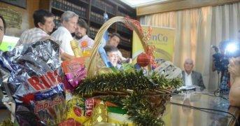 Comenzaron a definir la canasta navideña con el plus de productos locales